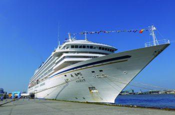 クルーズ船が新潟西港に寄港。岸壁の一部を一般開放。船内見学も