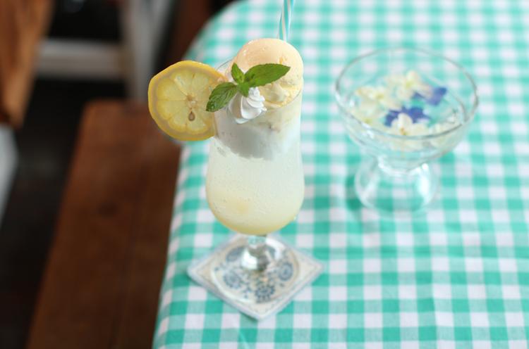 『カルピスレモンクリームソーダ』(730円)