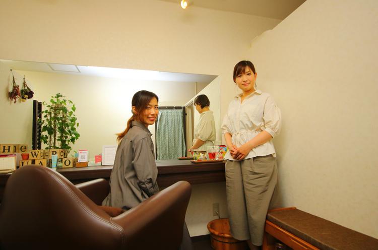 右がふわろのオーナー・坂井さん。左はNoism1・池ヶ谷奏さん。1989年神奈川県生まれ。お茶の水女子大学芸術・表現行動学科卒業。 2010年よりNoism2、2013 年よりNoism1に所属