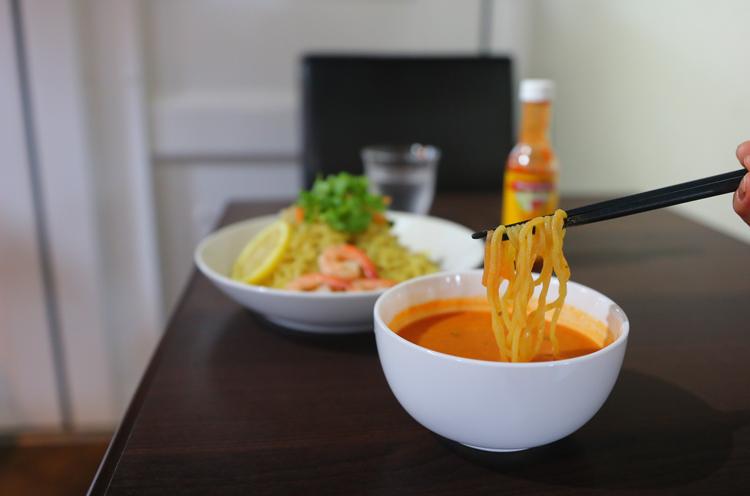 麺は特注の中太麺。しっかりとした食感が楽しめます