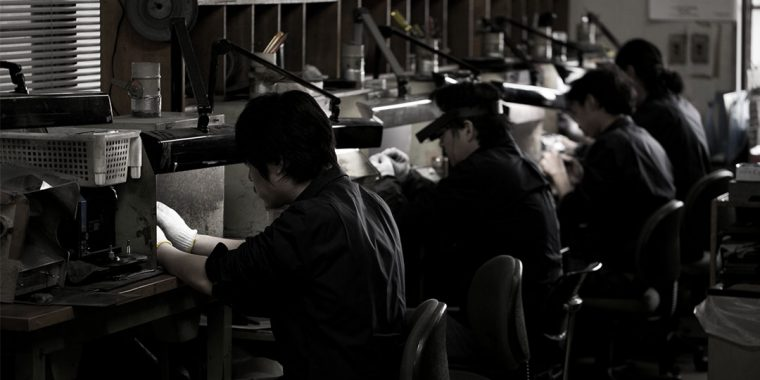 本社工房には熟練のジュエリー職人が常駐