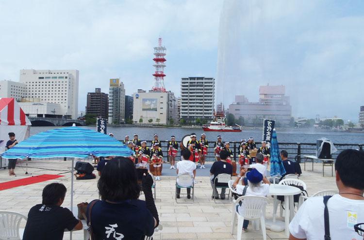 消防艇記念放水