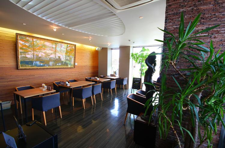 ビストロ&cafe 六朝館店内