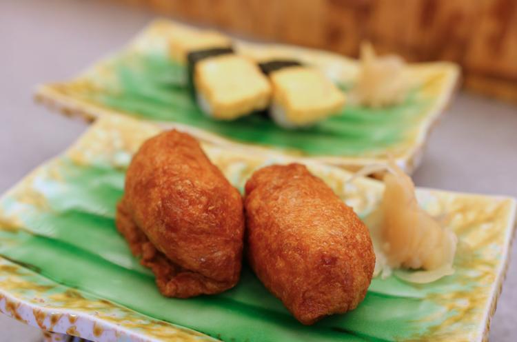 さすがお寿司屋さんのいなり寿司。絶妙な甘さが最高です