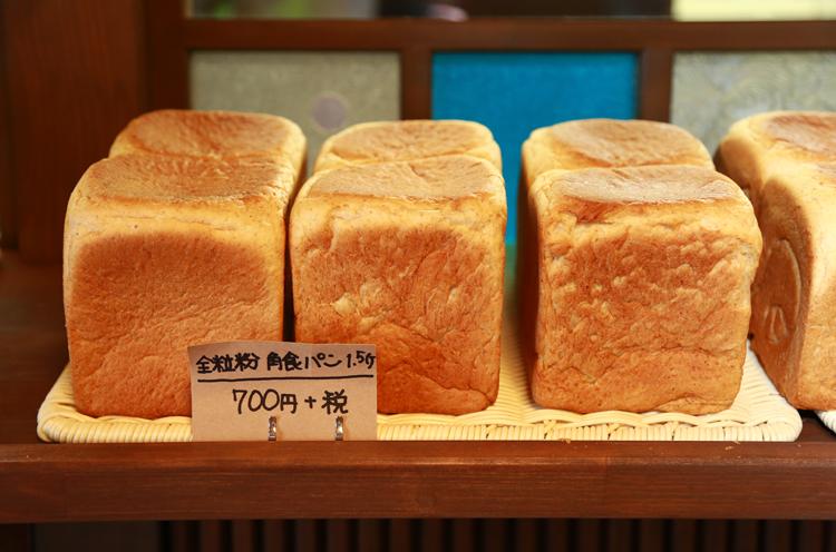 開店前から行列!食パンが人気の小さなパン屋さん|村上市