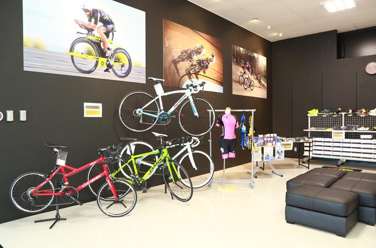 ロードバイク、スポーツバイク、ウェアの販売も