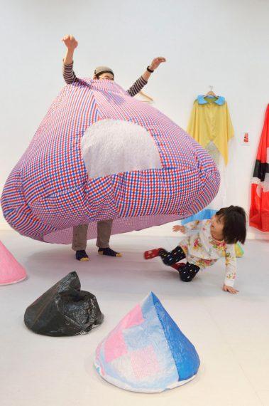 東明「パラフーク」 撮影:大島拓也、京都芸術センター