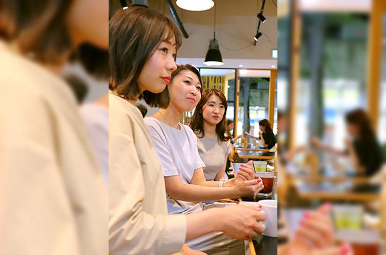 大澤さん(左)に、読者のIさん(中)とAさん(右)。3人とも20代後半のOLさん
