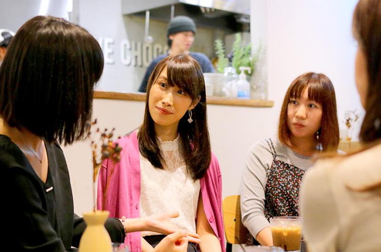 藤原さん(右)と、読者のOさん(中)とMさん(左)。3人とも30代のOLさん