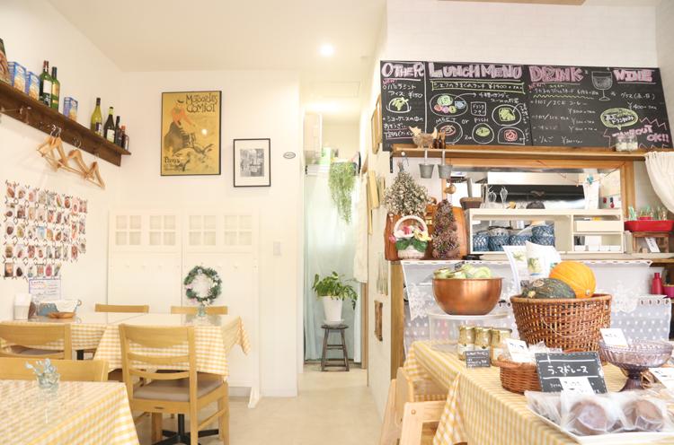 小さなお店で席が少ないため、来店前に予約するのがおすすめ!