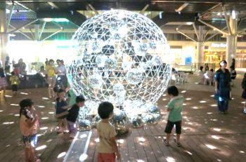 巨大なミラーボールが新潟駅南に出現! 飲食やステージショーも楽しめます