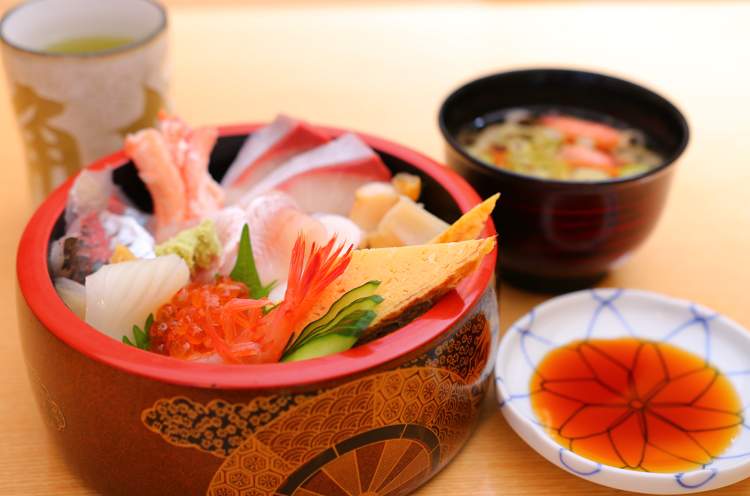 『越後すし丼』(1,620円) 。海の幸がたっぷり