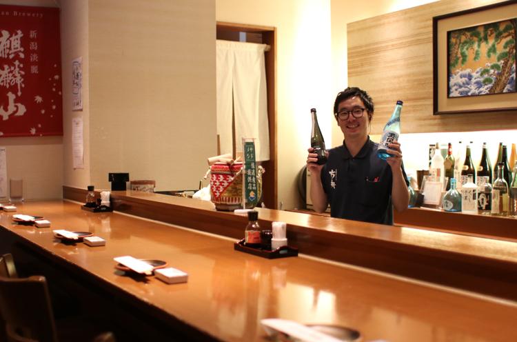 店長であり、唎酒師 の三好さん。日本酒の知識が豊富で笑顔も素敵!