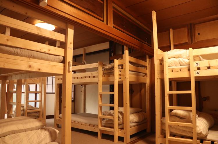 こちらの2段ベッドは手作りだそう