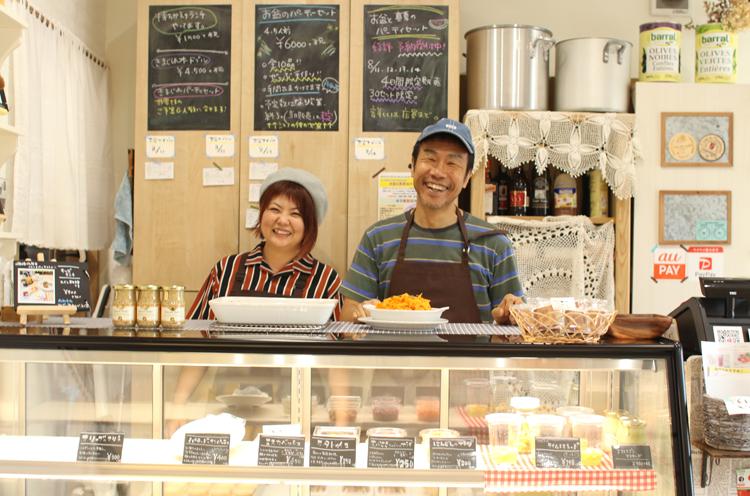 冨田シェフ(右)と五十嵐さん(左)。お店にもお人柄がよく出ています