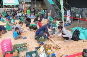 丸太切り、箸作り…建築職人が教える工作体験