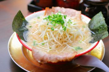 【クーポンあり!】県内屈指の人気ラーメン店、だるまやが新潟駅前に初登場!