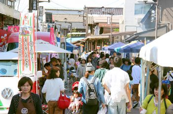 【見附市】今町商店街が歩行者天国に! ハンドメイド雑貨もいっぱい