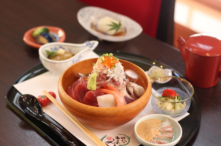『海鮮ひつまぶし』( 1,620円)。 おいしいのはもちろん、とっても美しい!