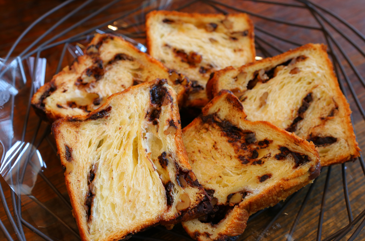 『チョコとくるみ のデニッシュ食パン』(1 斤800円税抜)
