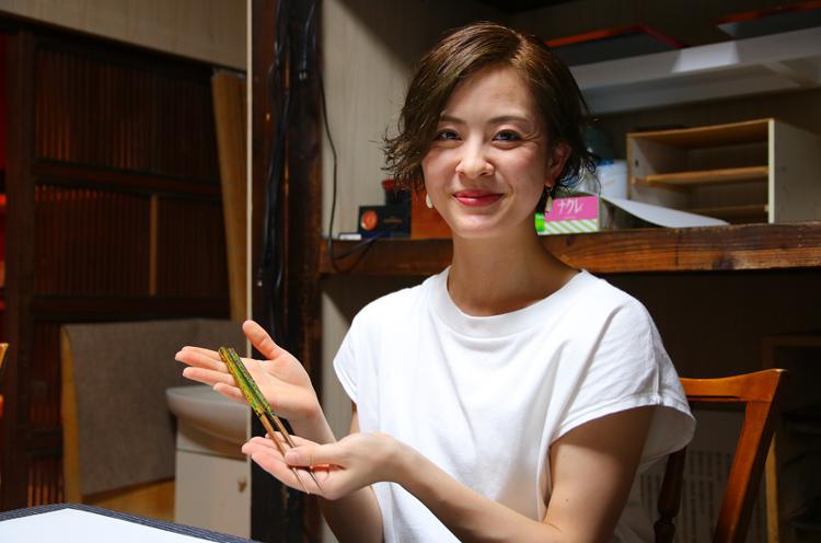 井本星那(いもとせな)さん。1989年大阪府生まれ。2016年11月より Noism1準メンバー、翌年8 月よりNoism1所属。趣味は編物、刺繍などのモノ作り