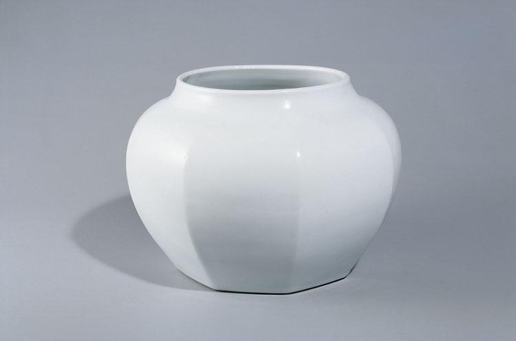 富本憲吉《白磁 壺》(1958年、奈良県立美術館蔵)
