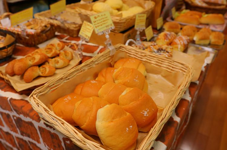 それぞれのパンの特徴に合わせて、使用する小麦粉の配合を変えているんです!