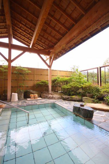 厳選かけ流しの庭園露天風呂