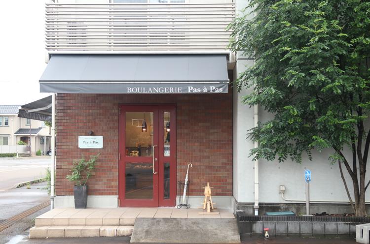 イオンモール新発田のすぐ近くにお店があります
