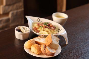 レストランのセットメニューは人気のパンが食べ放題|長岡市