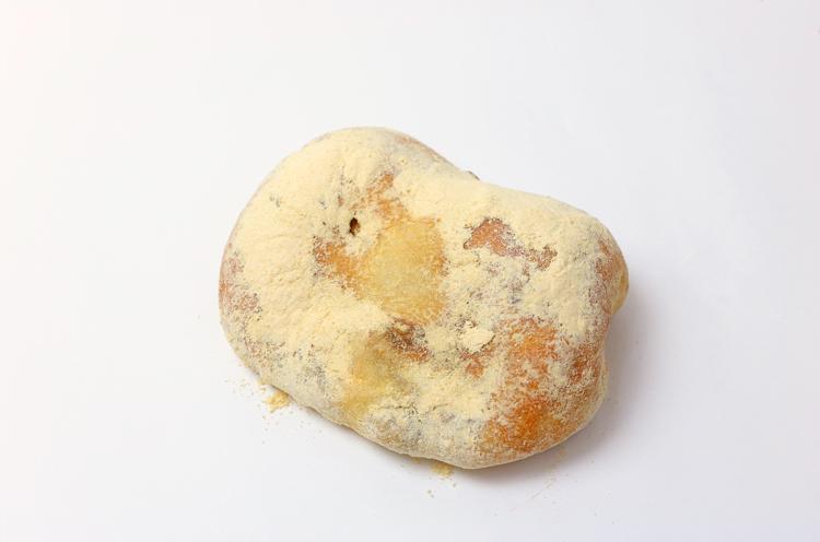 『求肥とうぐいす豆のフランスパン』
