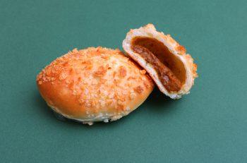 ひと口で汗が!地元唐辛子工房の激辛一味使用カレーパン|新潟市秋葉区