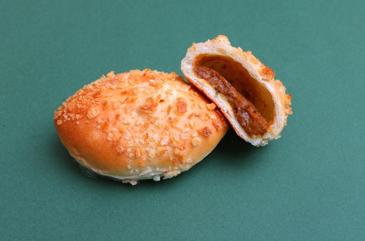 激辛カレーパン