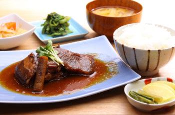 炊きたての南魚沼産コシヒカリをお腹いっぱい味わえる大満足定食!