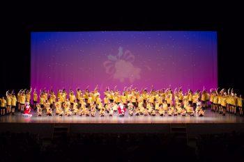さまざまなジャンルのダンスを楽しめる、恒例のクリスマス会を開催