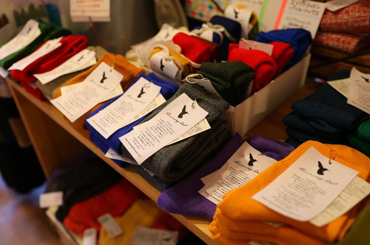 Hummingbirdの靴下が充実。ゴムの跡が付かない「ストレスフリーソックス」など、「使う人のことを考えた商品ばかりで本当におすすめ」と阿部さん