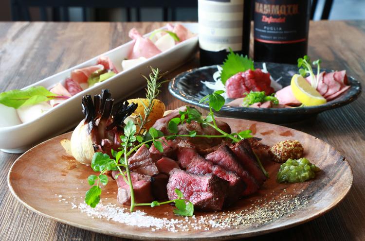 厳選ブランド肉を用いた料理を提供するバル