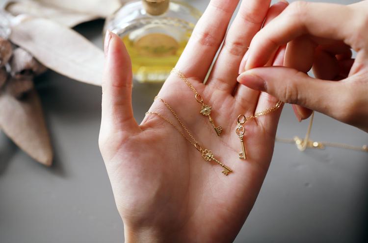 DEVAS K18 Gold Key Necklace
