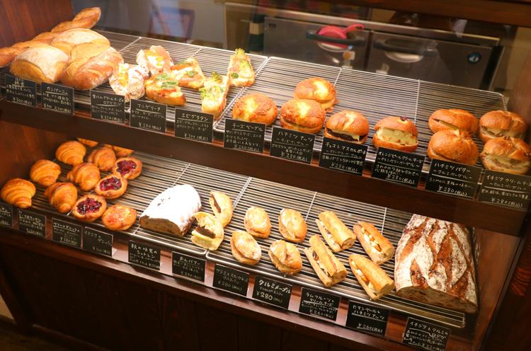 具が多く食べ応えのあるパン中心の布陣
