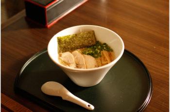 スープの決め手はお酒! 味わい深い2種の鶏そば|新潟市東区秋葉通