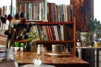 本とコーヒーの相性に、人気カフェも夢中!