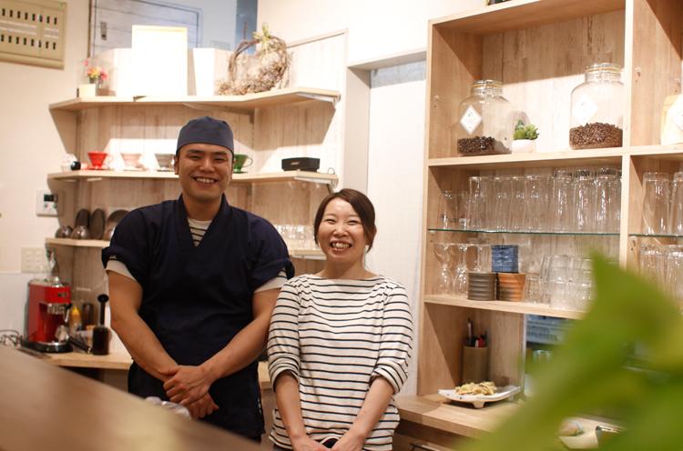 店主・伊藤裕基さん、妻の貴子さん