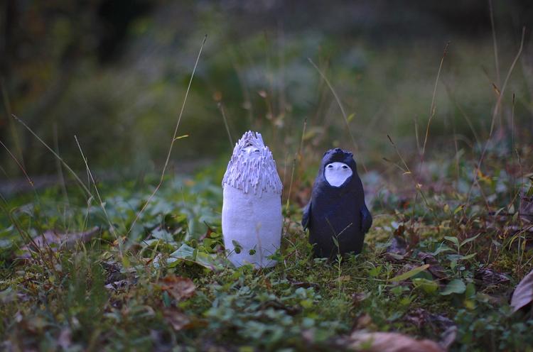 平野照子 左『マレビト』、右『狩人』