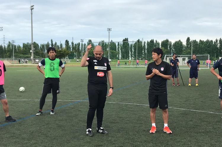 今年からスペインのプロフェッショナルのノウハウを取り入れ、統一育成方針の構築を図っています。この夏は、新潟県内の指導者を対象に「メソッド講習会」を開催しました