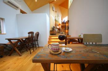 どこに座ろうか、訪れるたびにワクワク! 三条のすてきカフェ