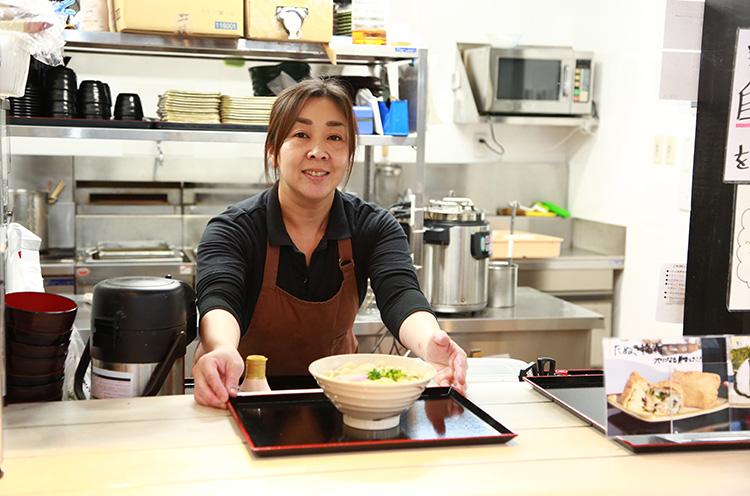 製麺を一手に担う店長の丸山さん。丸山さん渾身のうどんを味わいに弥彦まで足を運んでください!