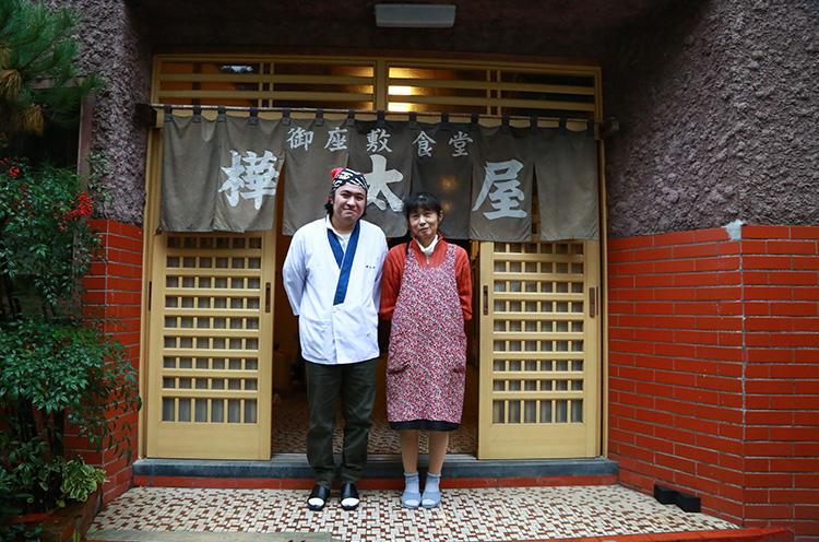 武田幸子さん・竜太さん親子で切り 盛り。餃子、年中提供の冷やし中華(お座敷上がりの芸妓さんに人気だったそう)もおすすめです