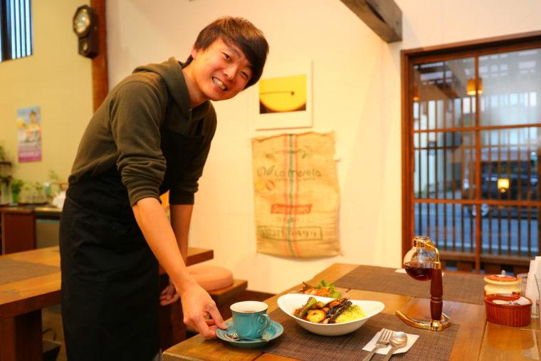 中村さんの笑顔に、ハートを鷲掴みにされる女性客も少なくないとか