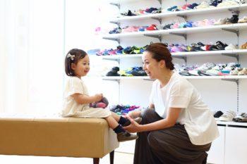 子どもの足に合う靴履かせてる? 靴選びで家族のお出かけがもっと楽しく!