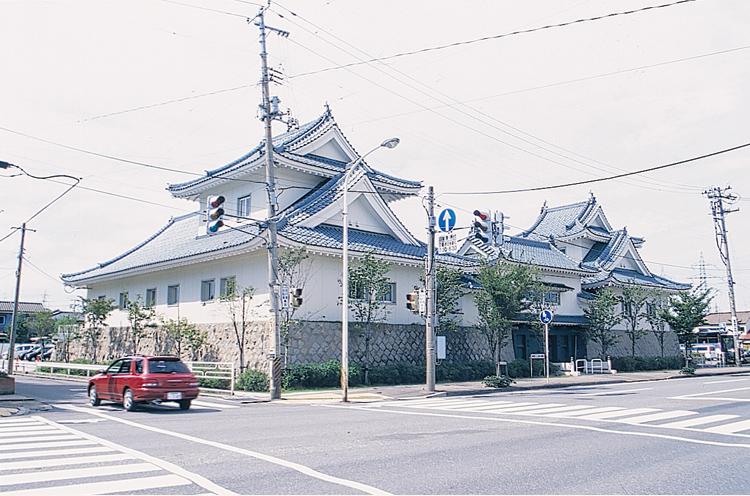 新潟市東区にあるお城みたいな建物です